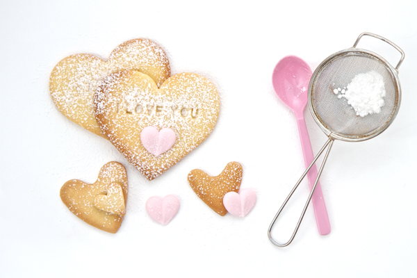I-love-you-cookies-with-seive